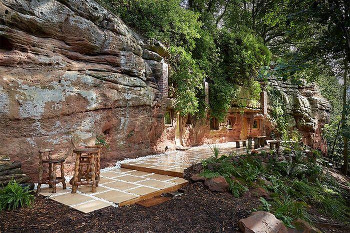 Дом в пещере в Великобритании (7 фото)