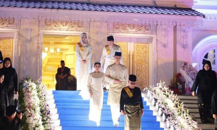Малазийская принцесса Тунку Тун Амина вышла замуж за голландского менеджера (12 фото)