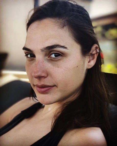 Звезды с макияжем и без (30 фото)