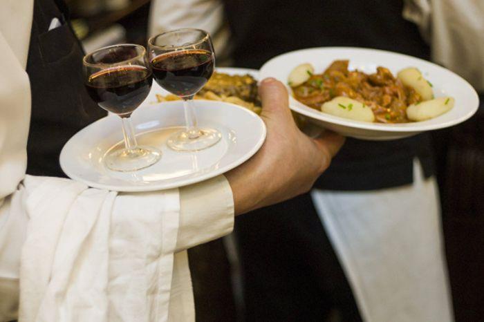 В Воронеже парень отдохнул в ресторане на 70 тысяч рублей за счет студенток