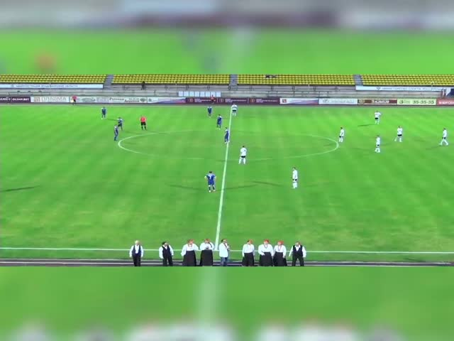 Хор на футбольном матче во Владивостоке