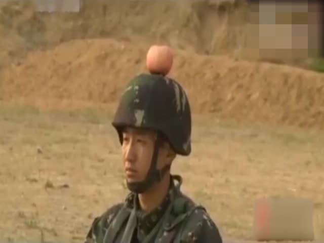 Китайские солдаты упражняются в стрельбе
