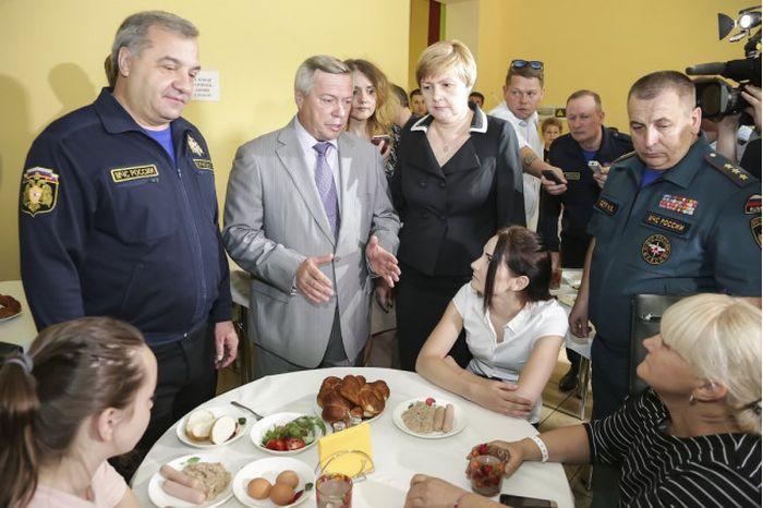 У ростовских погорельцев сразу после отъезда губернатора забрали мебель и телевизоры (2 фото)