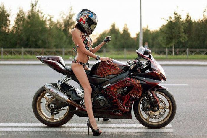 russkie-devchonki-na-mototsiklah-fotografii