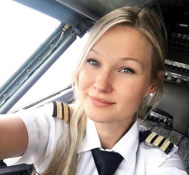 Пилот Мишель Гурис и яркие фото из ее путешествий (23 фото)