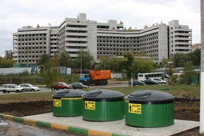 Когда новые мусорки не принесли желаемого эффекта (3 фото)