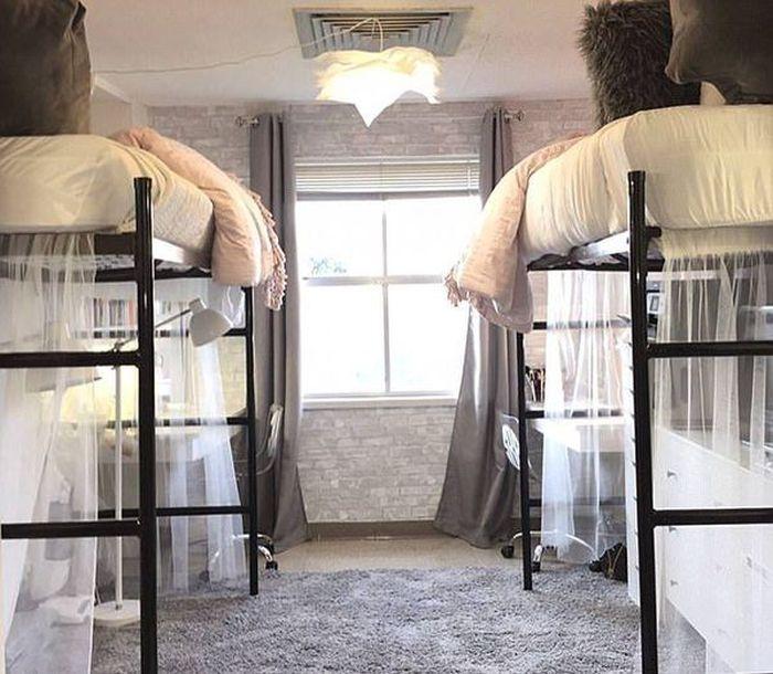 Студентки превратили свою комнату в люксовый номер (5 фото)