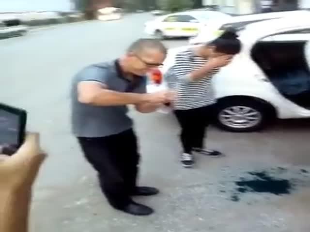 Хабаровские таксисты заставили девушек умыться зеленкой