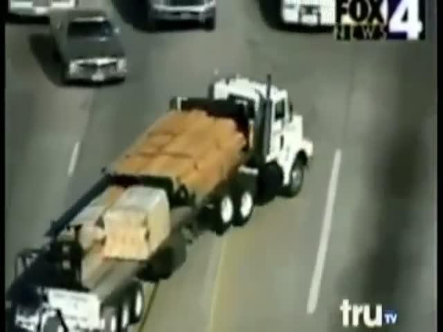Погоня за грузовиком в США превратилась в настоящий экшен