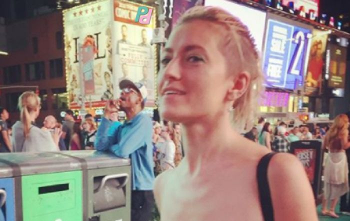 Журналистка Анастасия Каримова и секс-активист Елена Рыдкина прогулялись топлес по Нью-Йорку (4 фото)