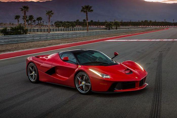 Расход топлива самых быстрых автомобилей (12 фото)