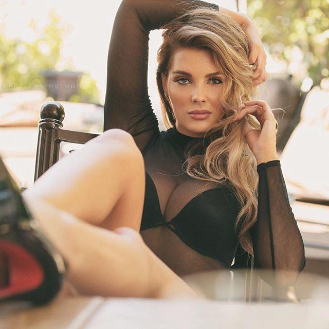 Модель Playboy Сара Харрис рассказала о проблемах силиконовой груди (18 фото)