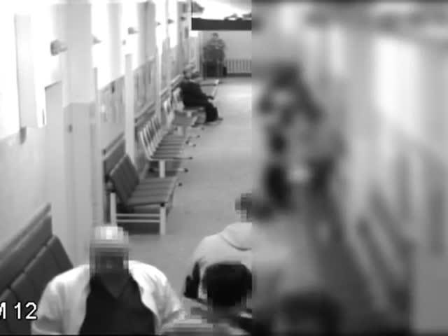 Нападение на заведующего Мурманским онкодиспансером попало на видео