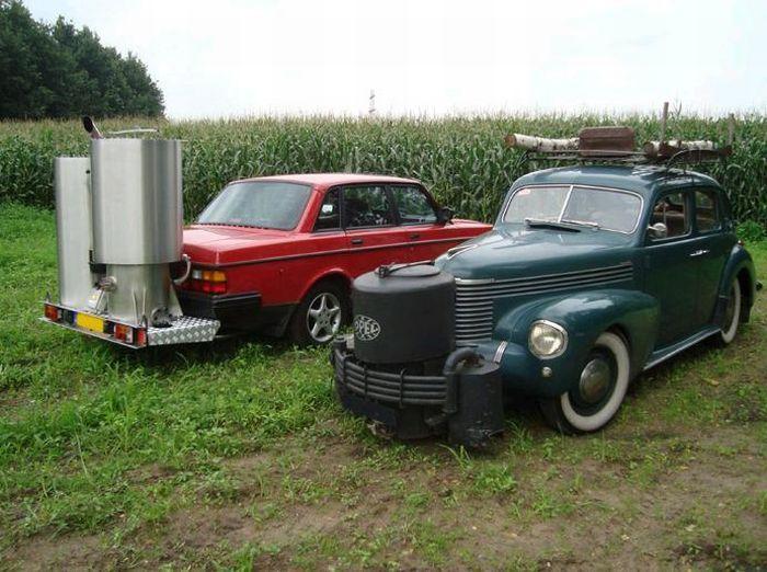 Автомобили, которые ездят на дровах (21 фото)