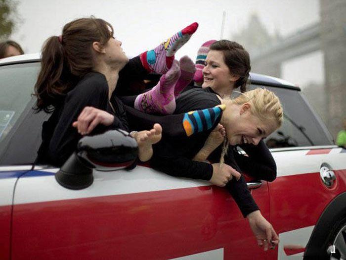 Милые девушки дурачатся (59 фото)