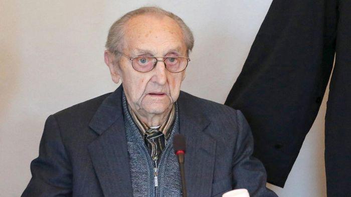 96-летнего врача Освенцима Губерта Зафке не будут судить из-за проблем со здоровьем (2 фото)