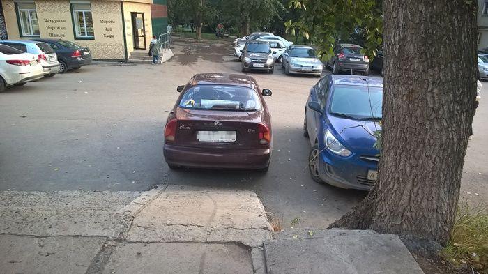 Автоледи посчитала пандус небезопасным и перекрыла заезд на него (3 фото)