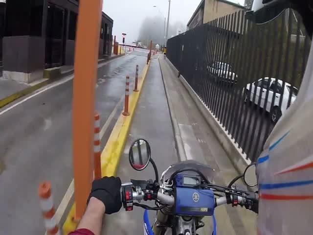 Мотоциклист ушел от полицейских