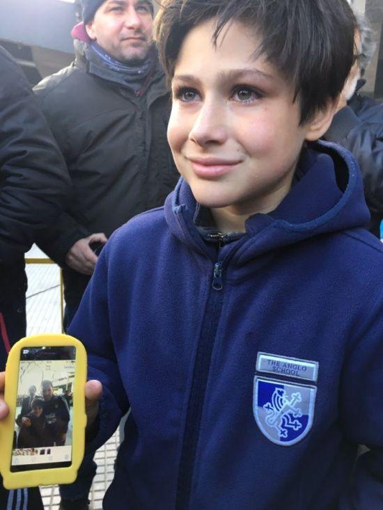 Лионель Месси заставил охрану пропустить к нему юного фаната (5 фото + видео)