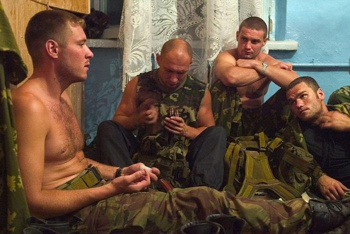 Сотрудники спецназа во время теракта в Беслане (28 фото)