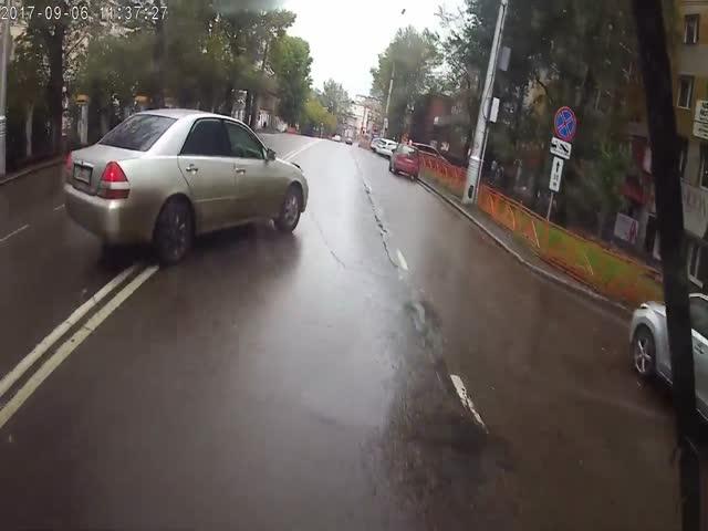 Автоледи спровоцировала ДТП с троллейбусом
