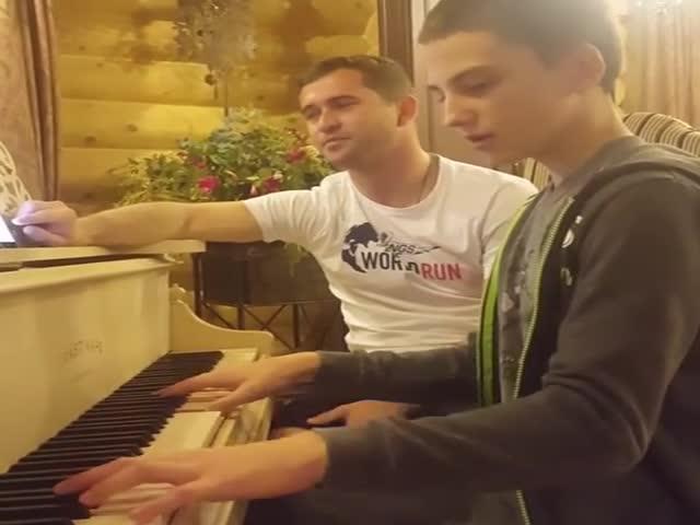 Александр Кержаков спел песню Александра Градского «Как молоды мы были»