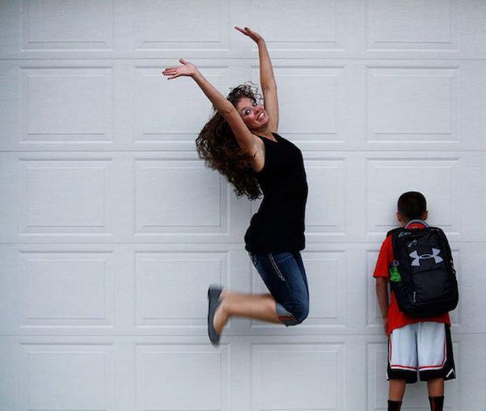 Дети идут в школу на радость родителям (22 фото)