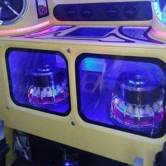 Ночной клуб на гусеницах (9 фото)