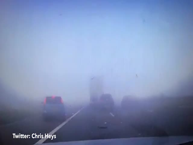 Массовое ДТП на туманной дороге