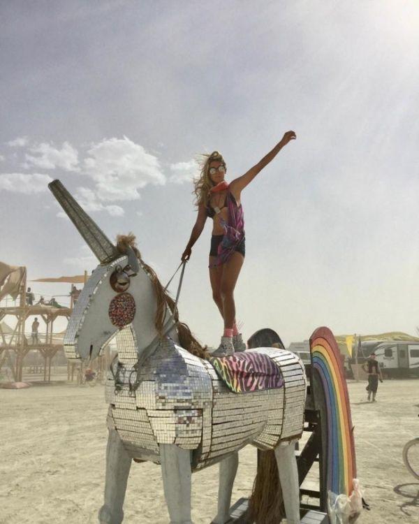 Девушки фестиваля Burning Man-2017 (26 фото)