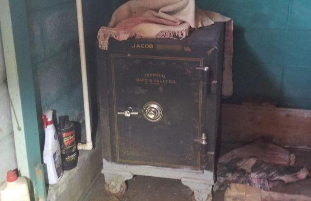 Находка внутри старого сейфа (12 фото)