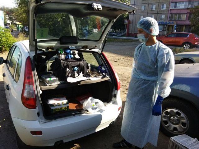Фельдшер из Челябинска еженедельно ездит на теплотрассы, чтобы лечить бездомных (6 фото)