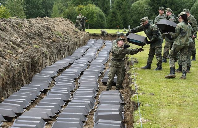 Под Санкт-Петербургом перезахоронили останки 1386 немецких солдат (7 фото)