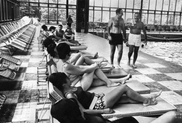 Как изменились за 50 лет некогда популярные места отдыха (19 гифок)