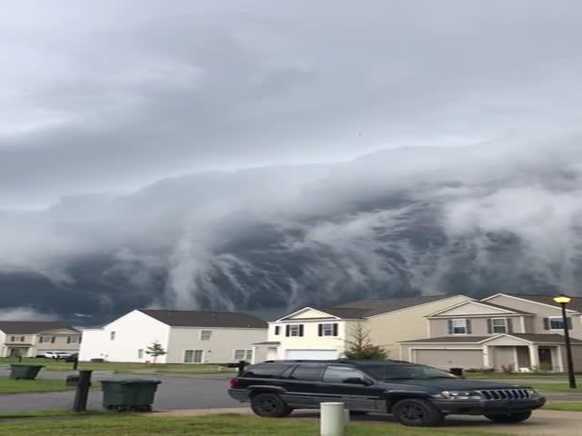 Жуткие облака в небе над Хинесвиллем