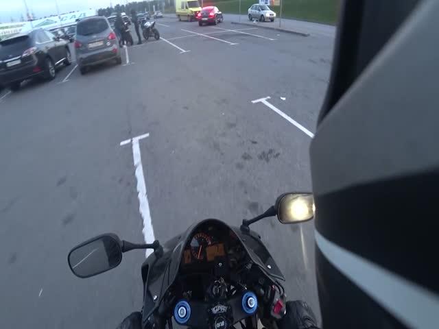 Мотоциклист вернул мусор мажорам на Bentley
