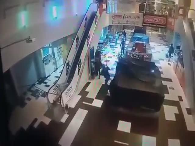 Налет на торговый центр в Екатеринбурге