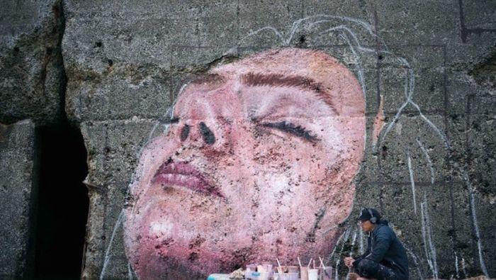 Граффити с «тонущей» девушкой в гавани Сент-Джон (4 фото)