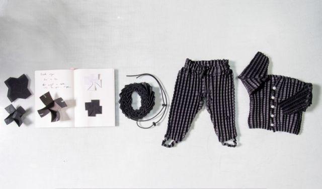 Британский дизайнер разработал одежду, которая «растет» вместе с ребенком (9 фото)