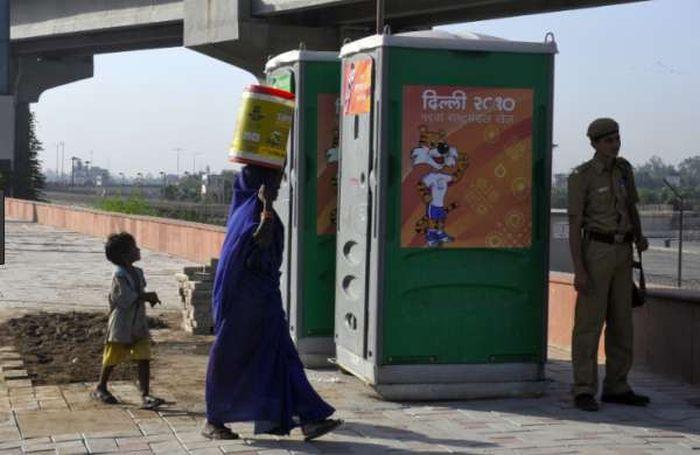 Туалетная бумага из индийского общественного туалета (2 фото)