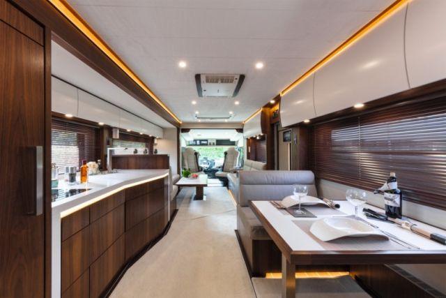 Signature 1200 - дом на колесах за 1,4 миллиона долларов (11 фото)