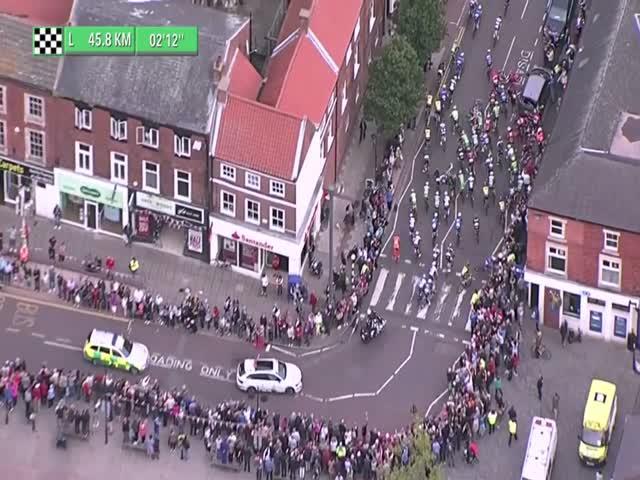 Массовый завал на велогонке Tour of Britain