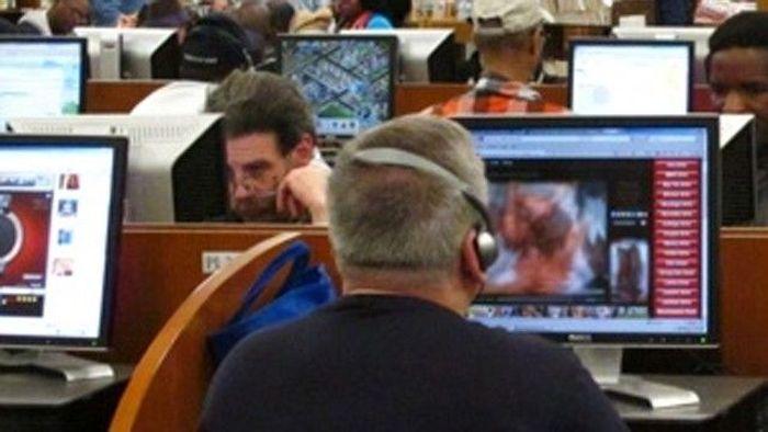 Люди, пойманные на просмотре порно в публичных местах (20 фото)