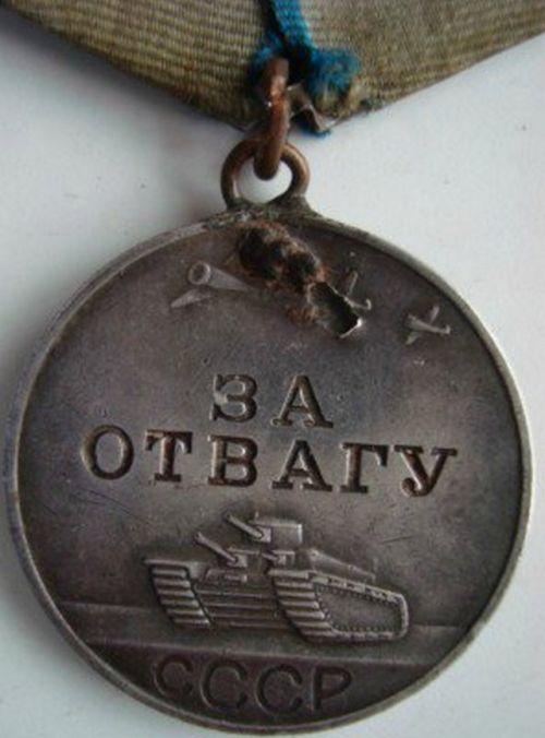 Награды, спасшие жизни солдат (22 фото)