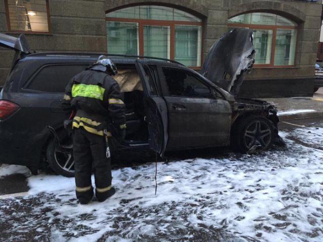 В Москве сожгли автомобиль адвоката режиссера фильма «Матильда» Алексея Учителя Константина Добрынина (5 фото)