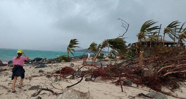 Развалины дома миллиардера Ричарда Брэнсона после урагана «Ирма» (9 фото + видео)