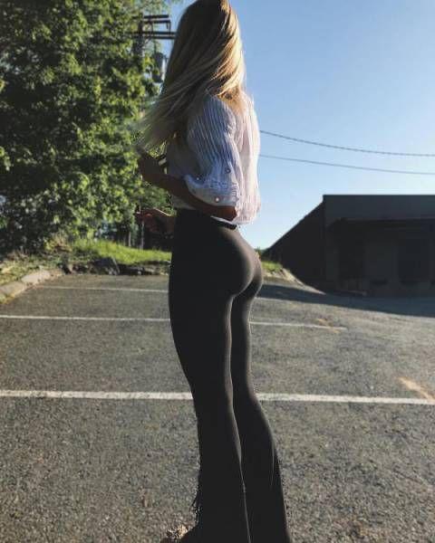 Фото девушек в штанах стоящих раком