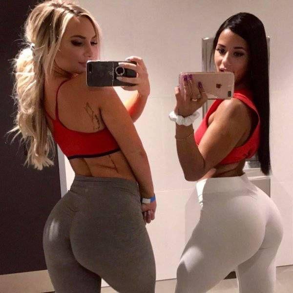 Девушки в обтягивающих штанах (40 фото)