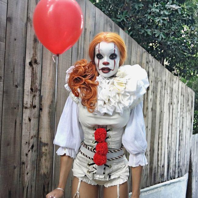 Косплей на клоуна Пеннивайза из фильма «Оно» (3 фото)
