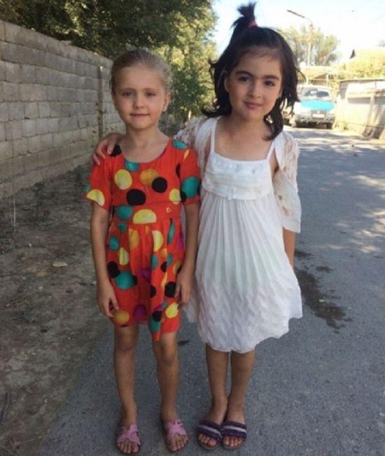 В Дагестане 9-летняя школьница спасла двух девочек из горящего дома (2 фото)